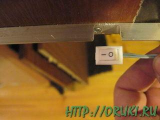 Крепление уголка к нижней поверхности шкафчика